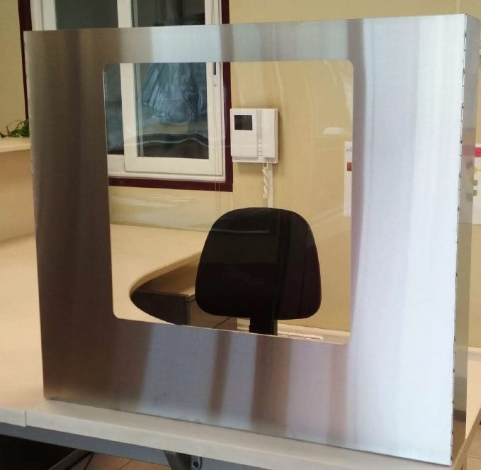 Anti-infection partition screen, stainless steel frame
